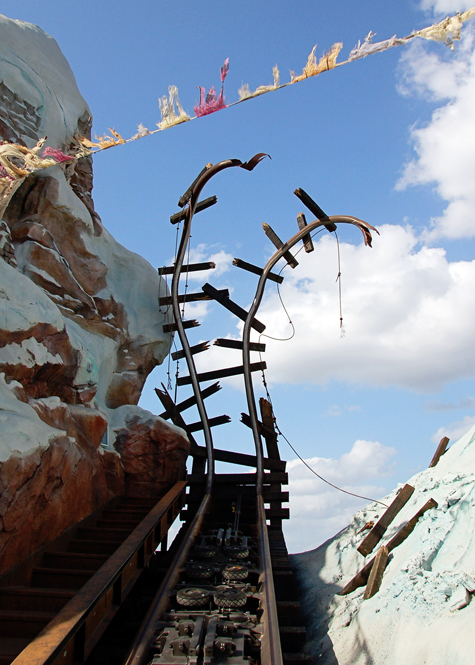 Expedition_Everest_cracked_railways