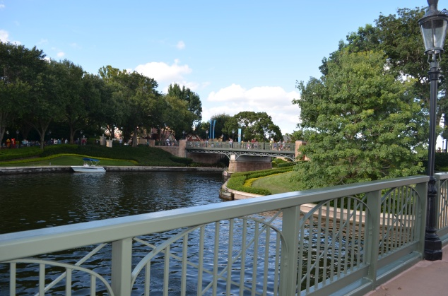 Bridge between France and UK at Epcot